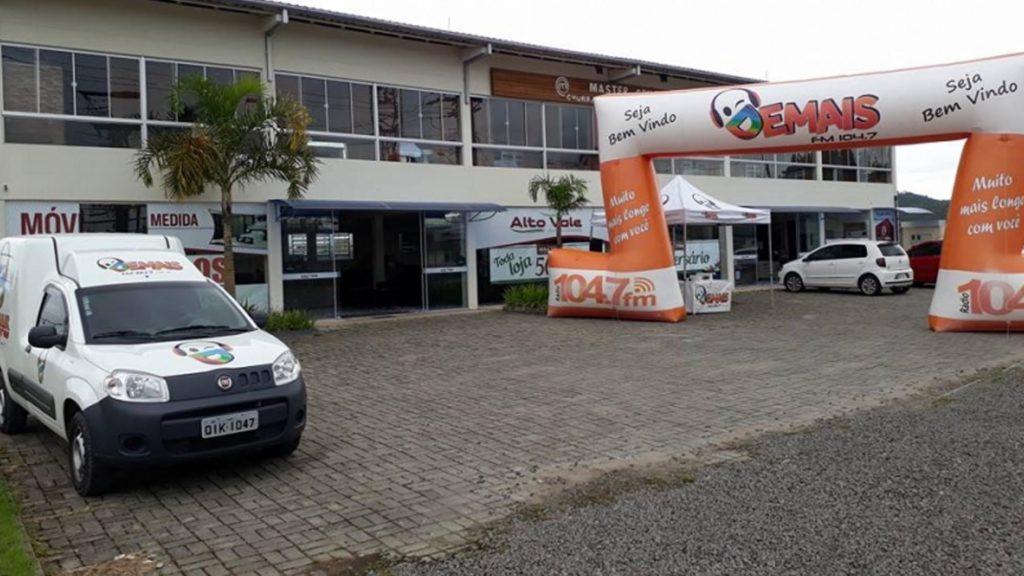 Imagem destaque blitz Blitz Demais FM na Alto Vale Colchões e Estofados em Taió